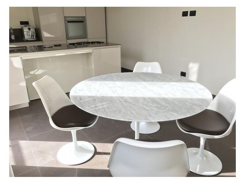 Tavolo Tulip Marmo di Carrara, Base in Fusione di Alluminio varie misure